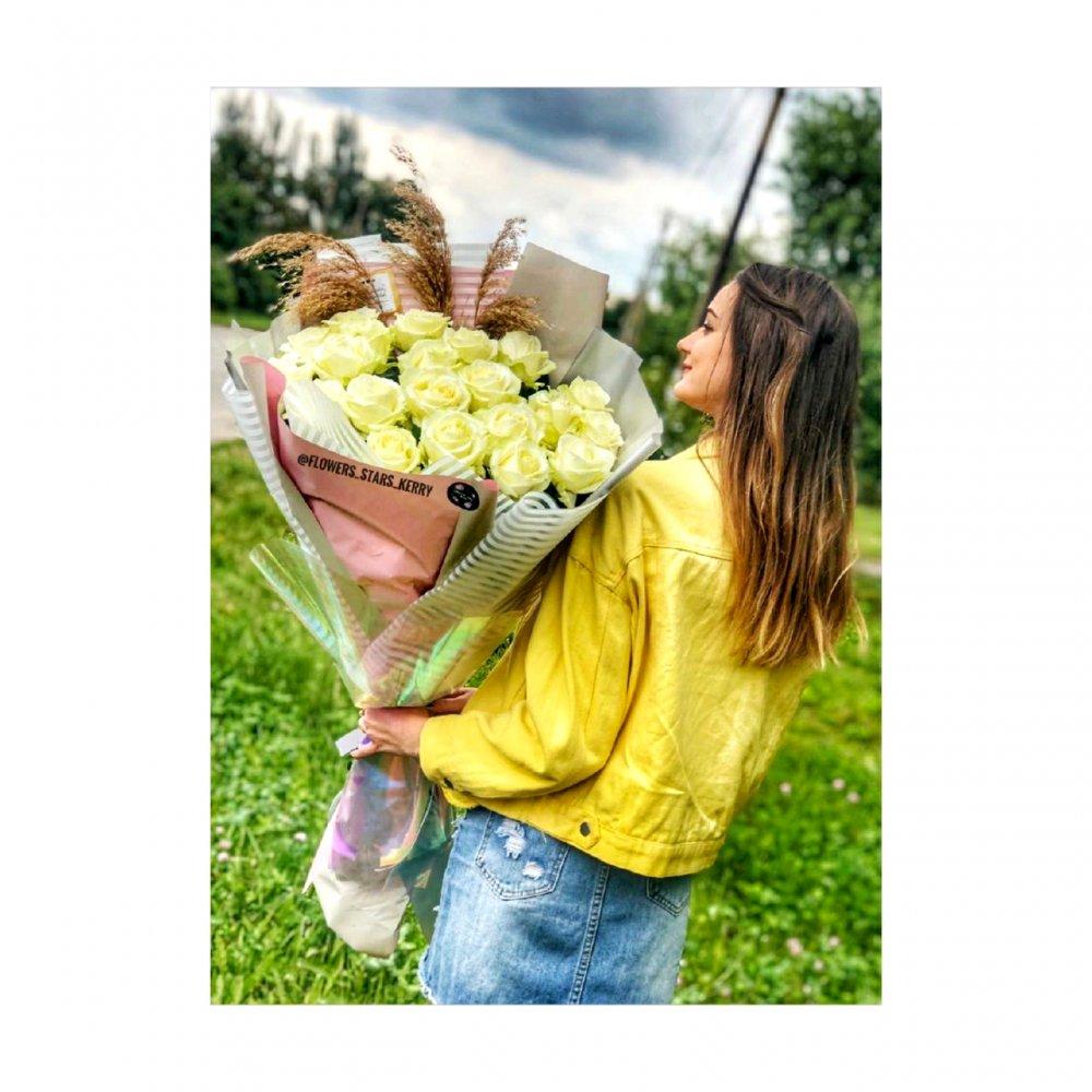 Букет роскошных белых роз