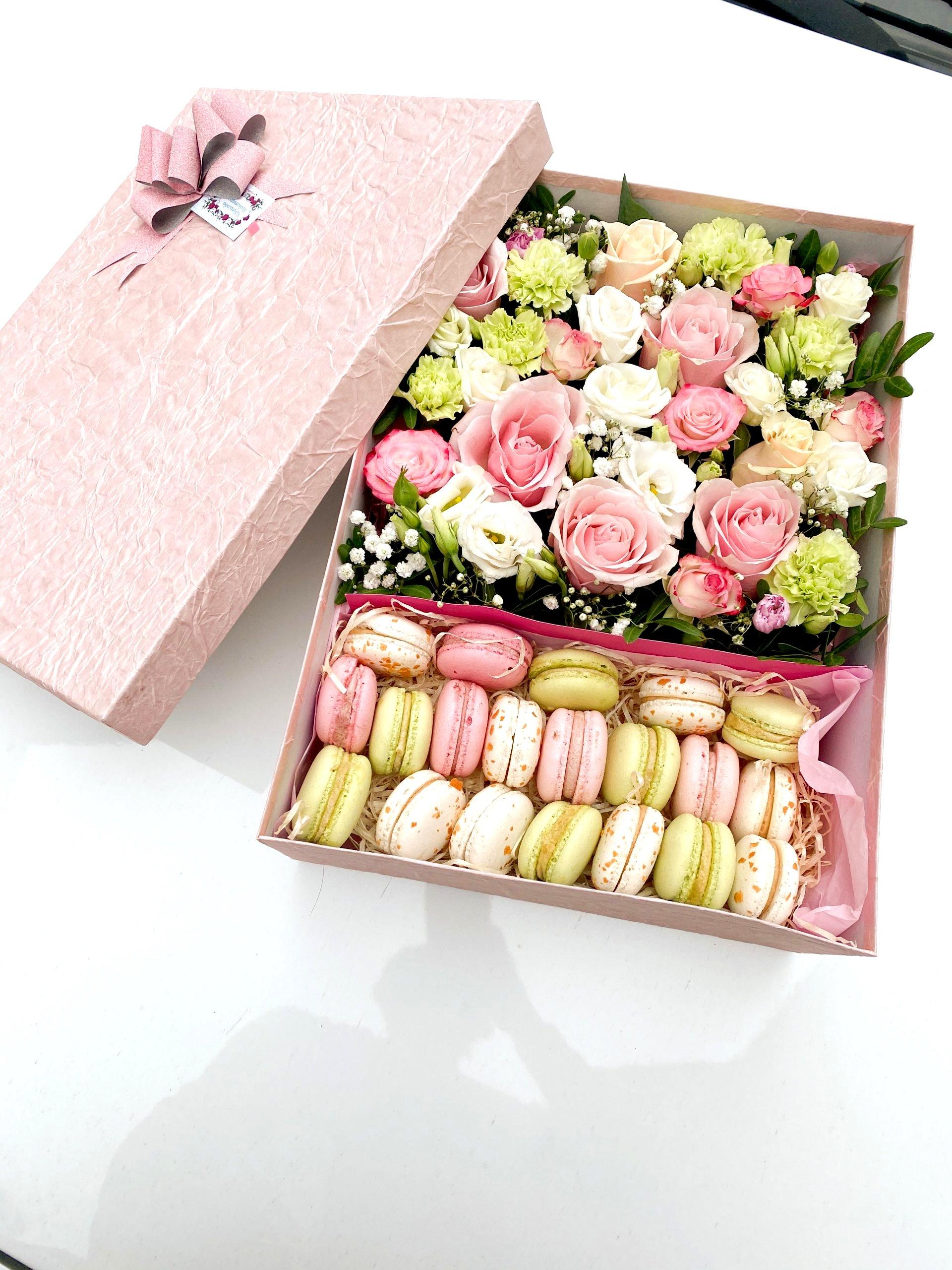 Коробка с макарунами