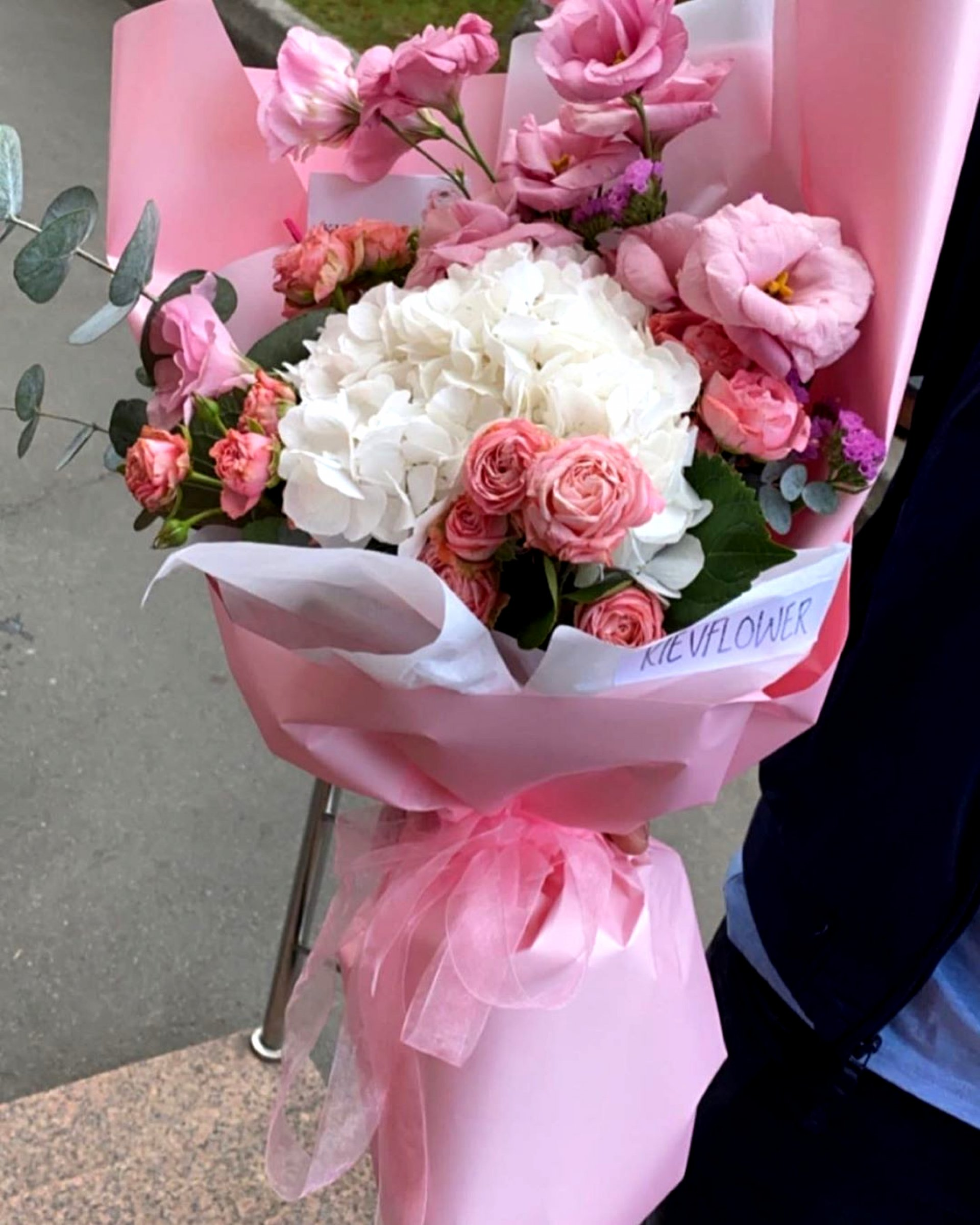 Букет с гортензией, эустомой и пионовидной розой