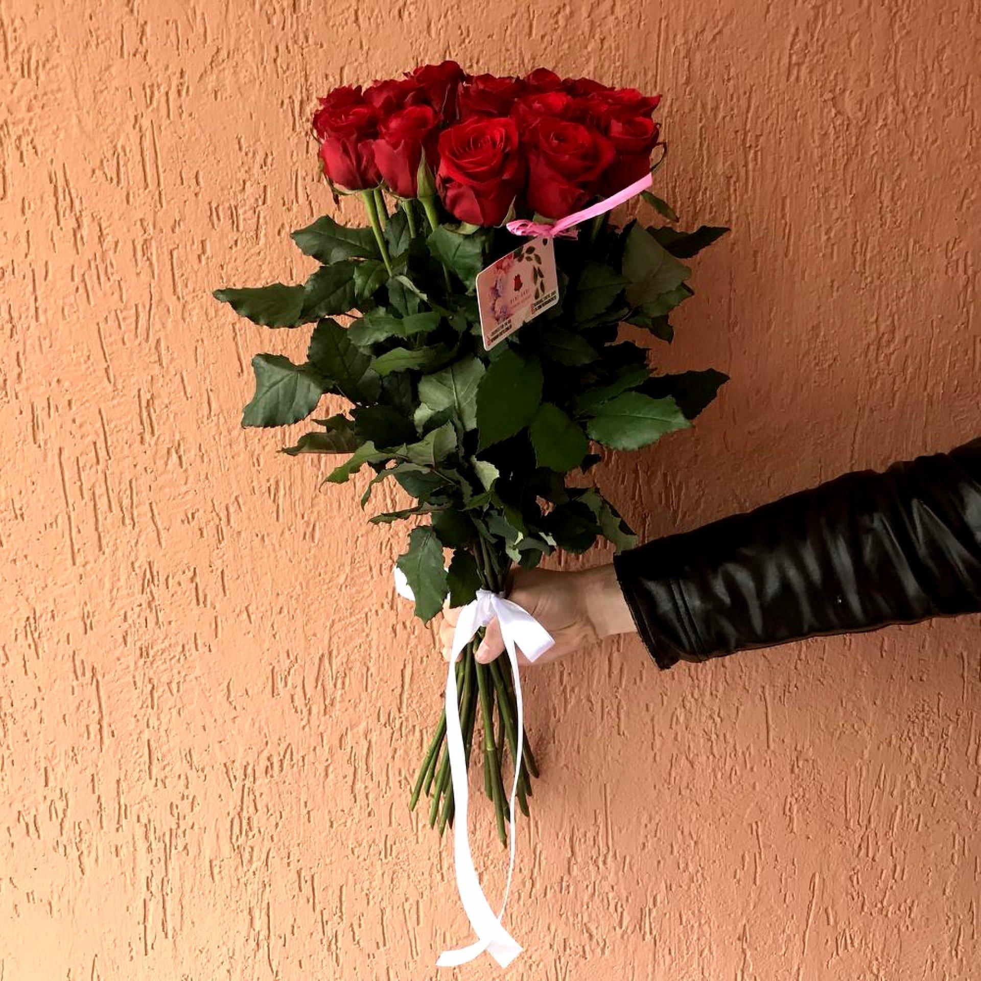 Букет красных роз «Still loving you»