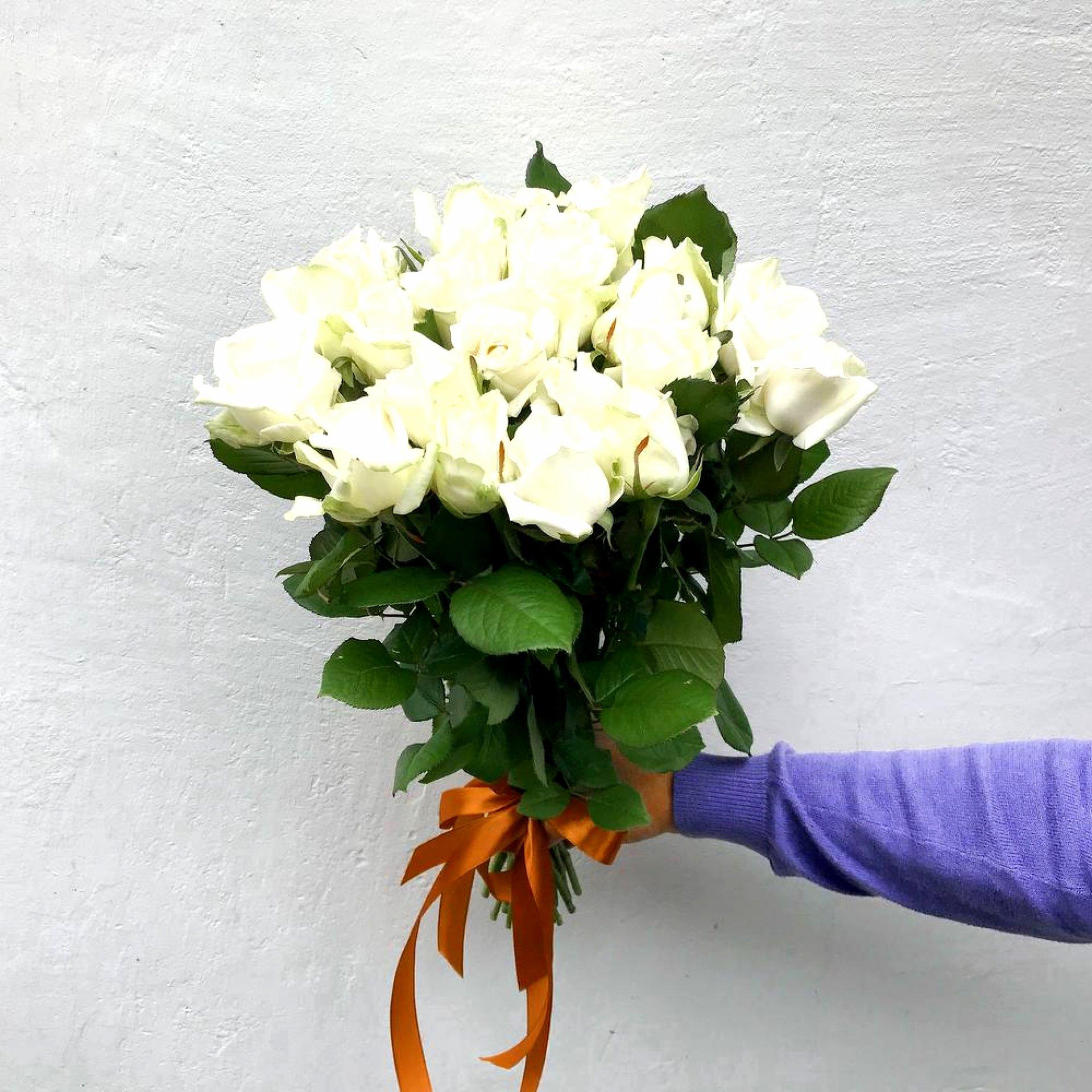 Букет белых роз (25 шт)