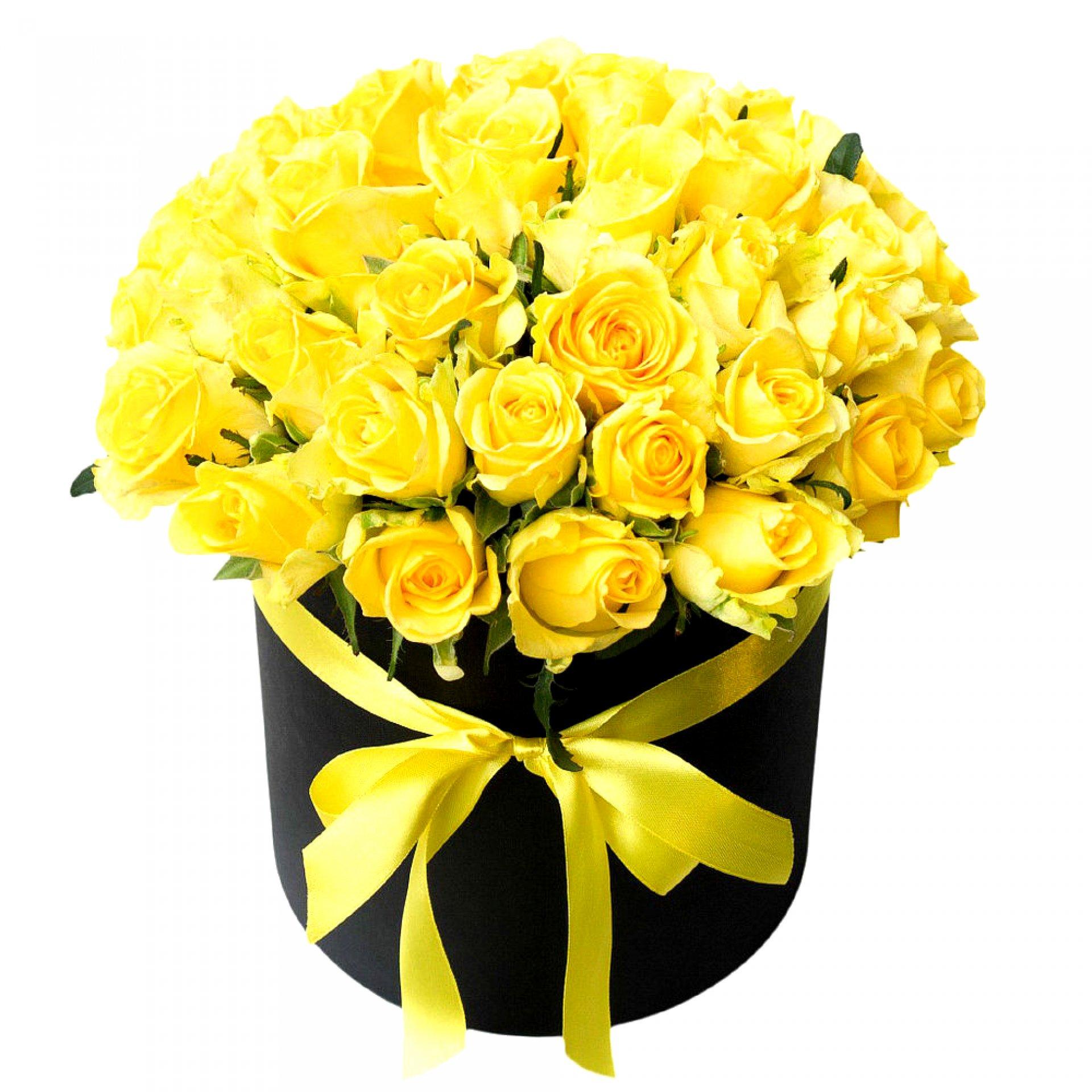 Желтые розы в черной шляпной коробке