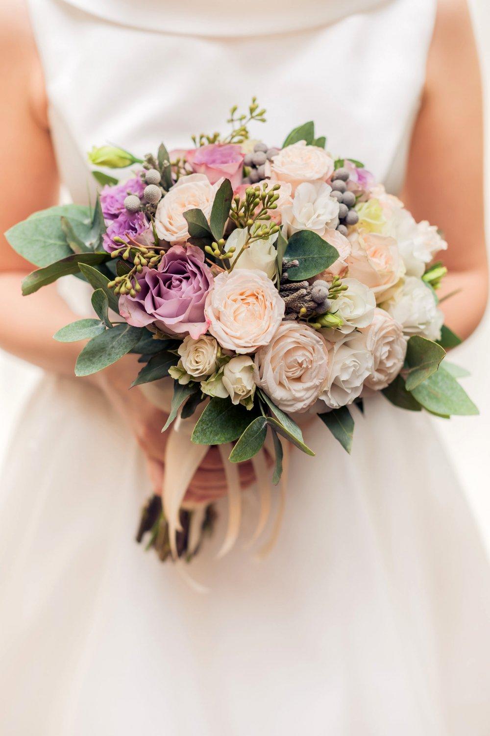 Свадебный букет в кремово-лиловых тонах